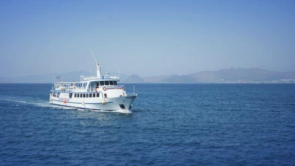 """سفينة """"فيري ماكفيري فيس"""" في مواجهة الغواصة """"بوتي ماكبوتي فيس"""""""