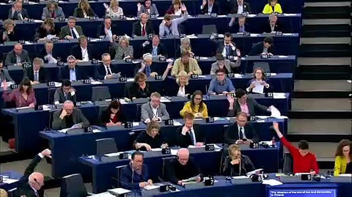 Réforme judiciaire polonaise : les eurodéputés veulent sanctionner Varsovie