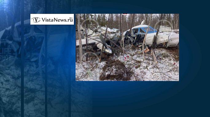Kleines Kind überlebt Flugzeugabsturz in Russland