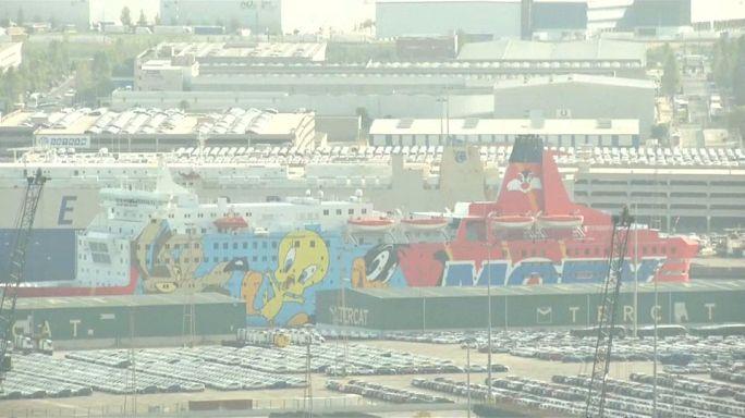 El barco de Piolín listo para zarpar del puerto de Barcelona
