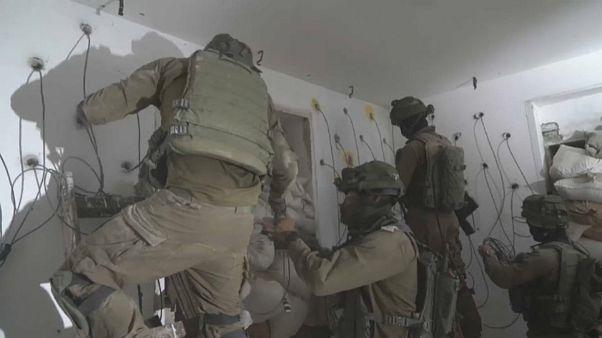 Les soldats israéliens rasent la maison d'un attaquant palestinien