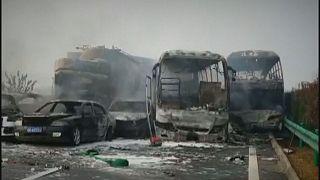 تصادف و آتش گرفتن خودروها در بزرگراهی در چین
