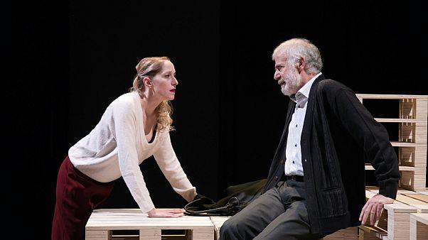 «Heisenberg»: Μια ερωτικά απροσδόκητη ιστορία στο θέατρο του Νέου Κόσμου