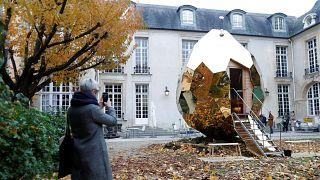 شاهد: بيضة الساونا الذهبية في العاصمة باريس