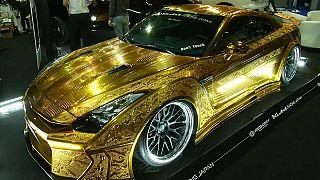 مسلسل البذخ يستمر في دبي: سيارة من ذهب