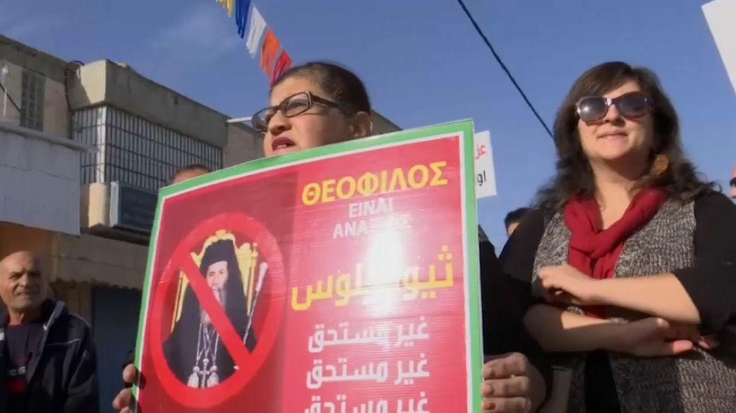 المسيحيون الأرثوذكس العرب يتظاهرون ضد بيع أراضي الاوقاف لإسرائيل