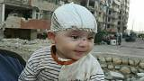 العثور على طفل حي بعد بقائه ثلاثة أيام تحت انقاض الزالزال في إيران