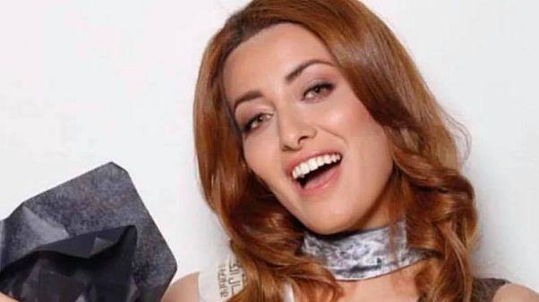 سيلفي بين ملكتي جمال العراق واسرائيل يثير غضب رواد مواقع التواصل