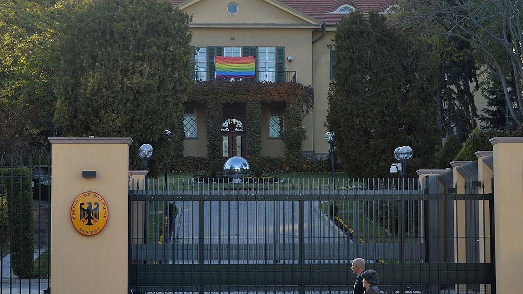 LGBT-Festival verboten: Deutsche Botschaft in Ankara zeigt (bunte) Flagge