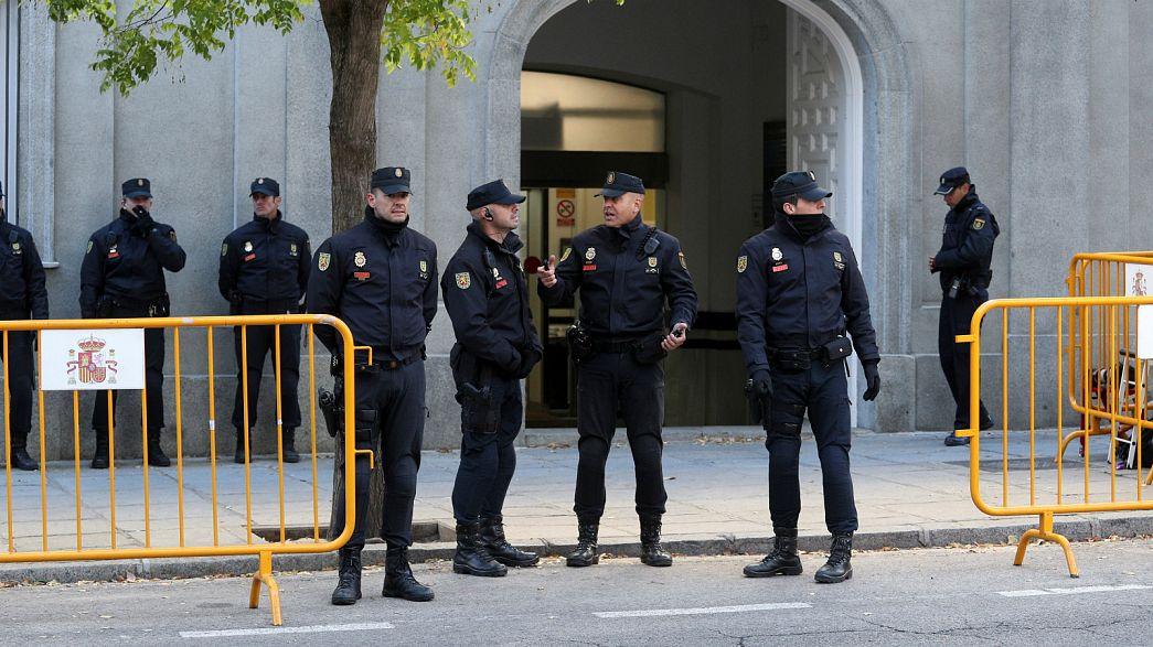 """Policías españoles reclaman subida salarial: """"Ganamos 900 euros menos al mes que los Mossos"""""""