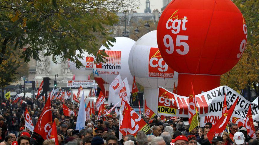 Dans la rue contre les réformes Macron