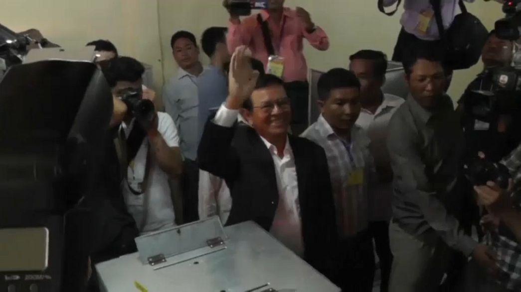 AB ve ABD'den Kamboçya'ya demokrasi uyarısı