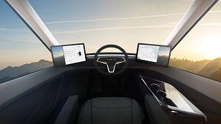 Tesla'dan iki yeni hamle: Elektrikli TIR ve Roadster