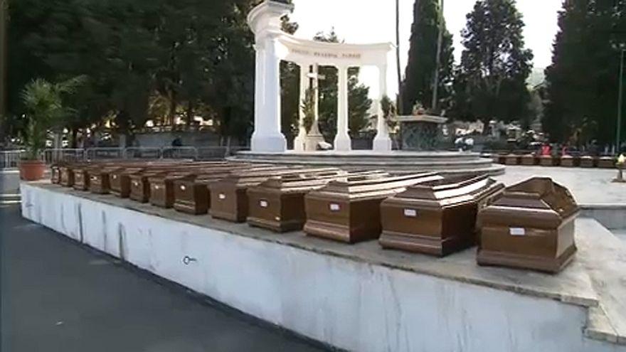 Salerno: i funerali delle 26 donne migranti morte in mare