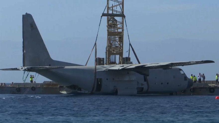 Hércules C-130 da Força Aérea da Jordânia termina no mar