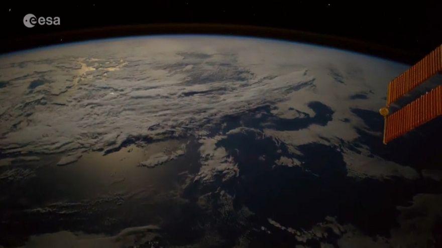 Palla di fuoco cade sulla Terra nel timelapse di Paolo Nespoli