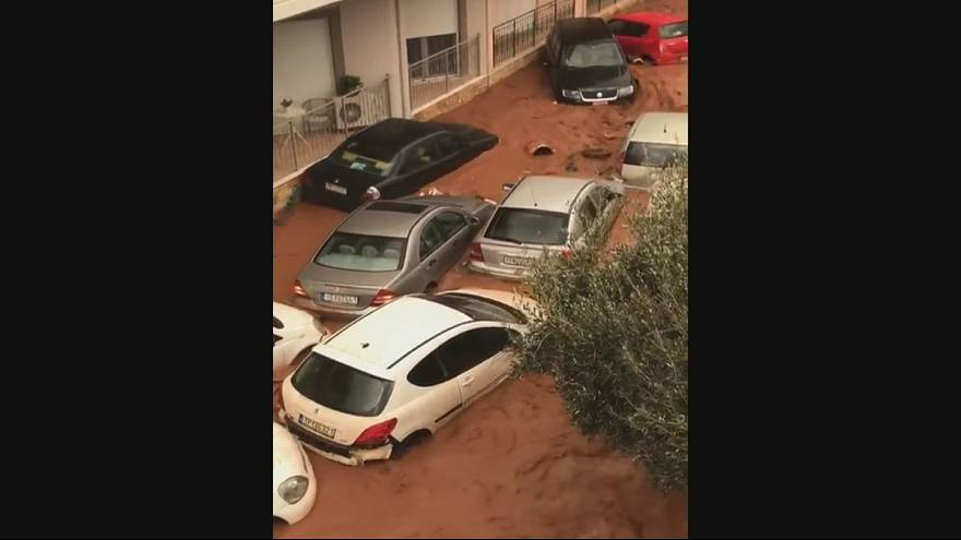 Greece: flash flooding overturns cars
