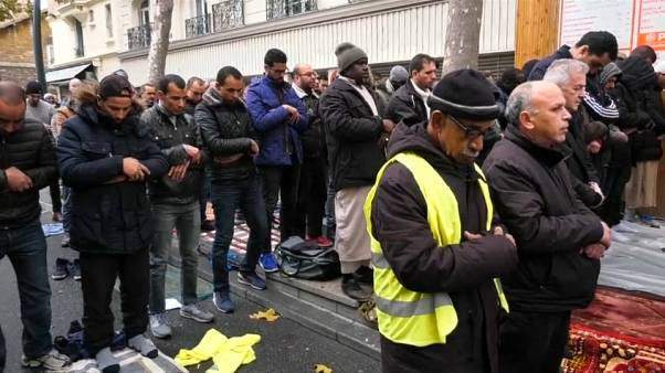 وزير الداخلية الفرنسي يدعو إلى التوقف عن تشويه سمعة المسلمين