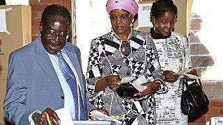 """Zimbabwe : quel avenir pour les Mugabe après la """"révolution de palais"""" ?"""