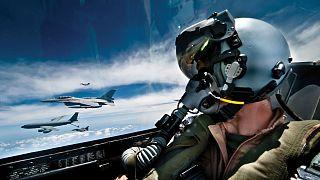 Havada penis şekli çizen pilota tepki