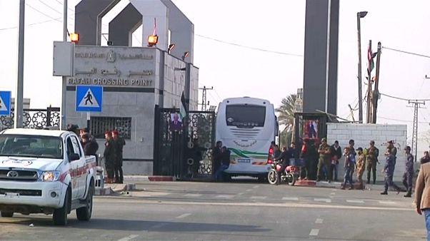 بعد عشر سنوات من الإغلاق، مصر تفتح الحدود مع غزة