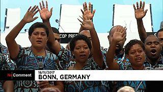 Fidschi-Premier singt