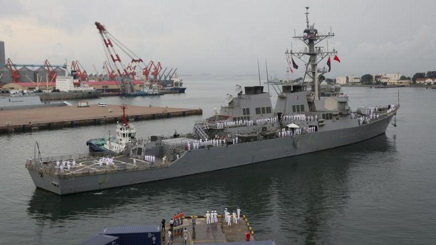 مدمرة حربية أميركية تصطدم بسفينة يابانية