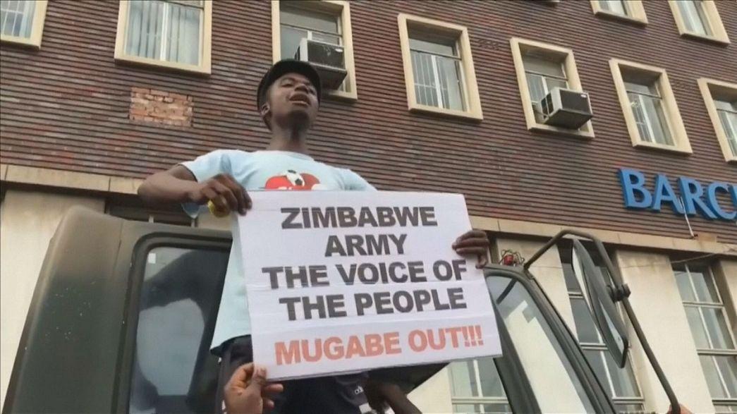 Zimbabwe, manifestanti davanti agli uffici del presidente Mugabe