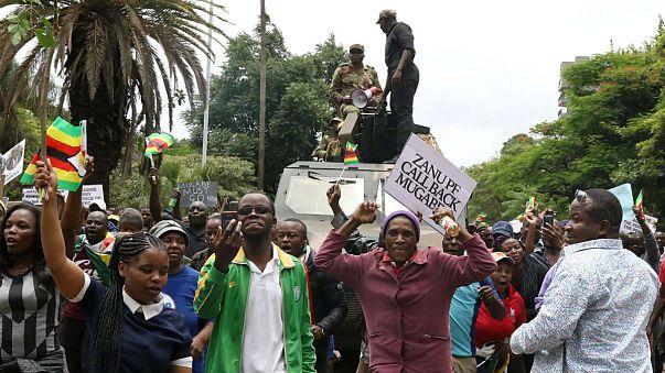 الحزب الحاكم في زيمبابوي يستعد لإقالة موغابي