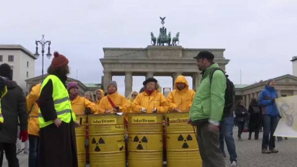 Berlin'de 'nükleer silahlara hayır' protestosu
