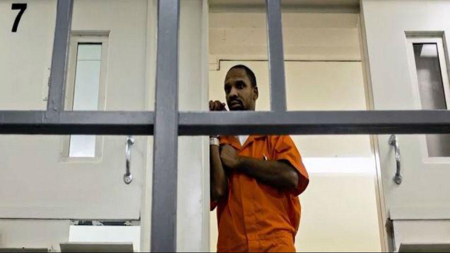 التمييز بين البيض والسود يصل إلى ساحات المحاكم الأمريكية