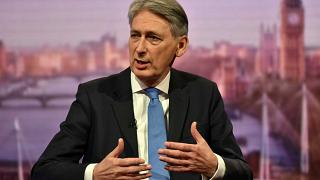 Hammond: UK to improve Brexit offer before EU summit in December