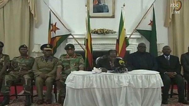 Les Zimbabwéens n'en reviennent pas : Mugabe n'a pas démissionné