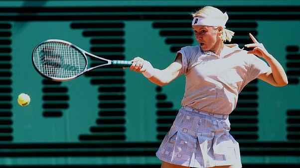 التشيكية يانا نوفوتنا لاعبة التنس السابقة  تفارق الحياة بعد صراع مع المرض