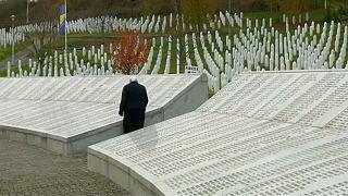 Bosna Savaşı mağdurları Mladic kararı için Lahey'de