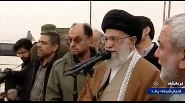 Irán: a földrengés túlélőit látogatta meg az ajatollah