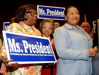 Carol Moseley Braun meets with supporters in Chicago in 2003.
