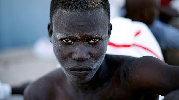"""Macron dénonce les """"horribles exactions"""" en Libye"""