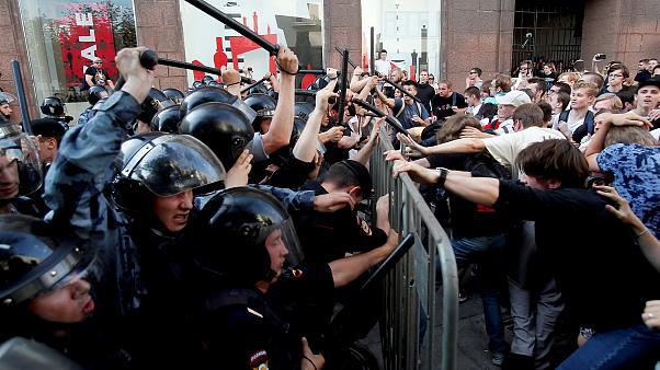 Image: Demonstrators clash with Russian police during a rally for election