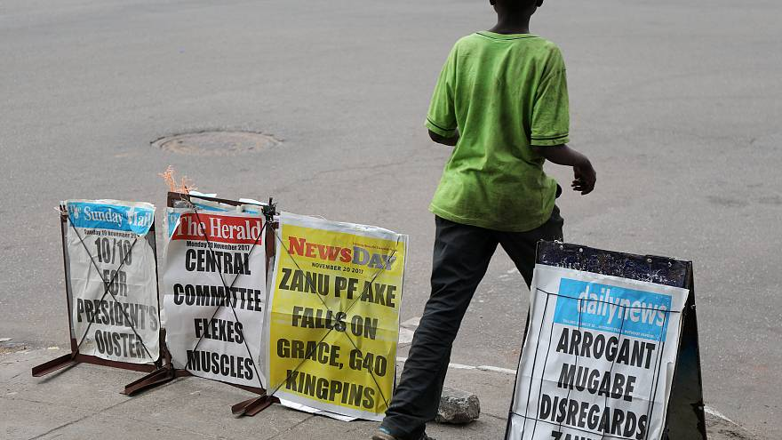 Zimbabve: İktidar partisi Mugabe'nin azli için harekete geçti