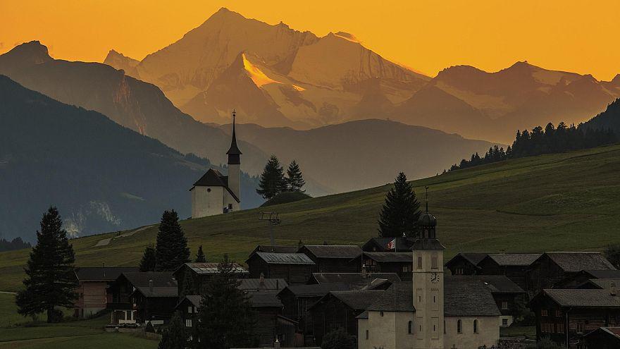 Schweizer Dorf bietet jungen Zuzüglern 70.000 Franken
