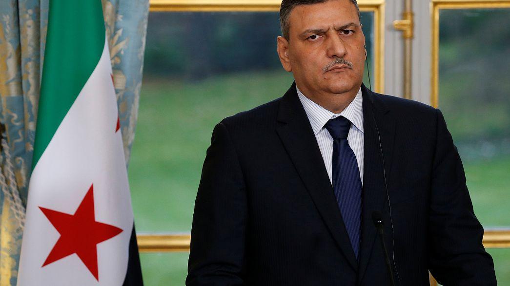 استقالة رياض حجاب من هيئة المفاوضات وسط مؤشرات ببقاء الأسد