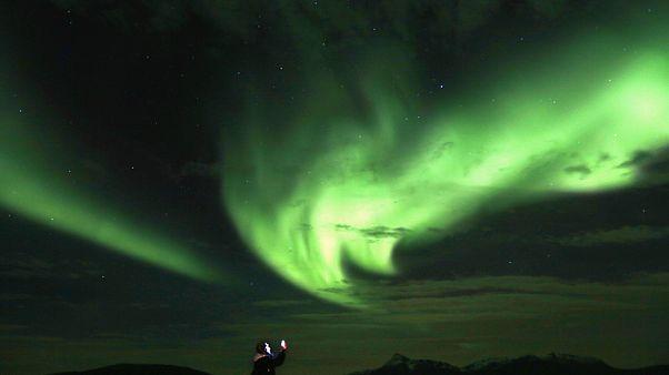 Alaska semaları kutup ışıklarıyla renklendi