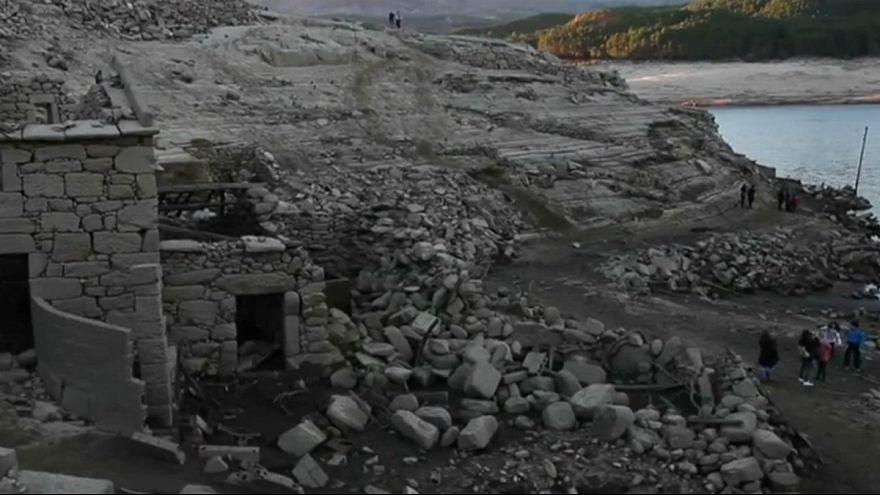 La sequía deja al descubierto un pueblo gallego sumergido desde 1992