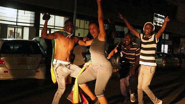 Mugabe-Gegner feiern