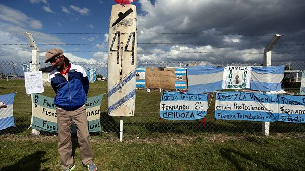 Rescuers race against time to save Argentine submariners