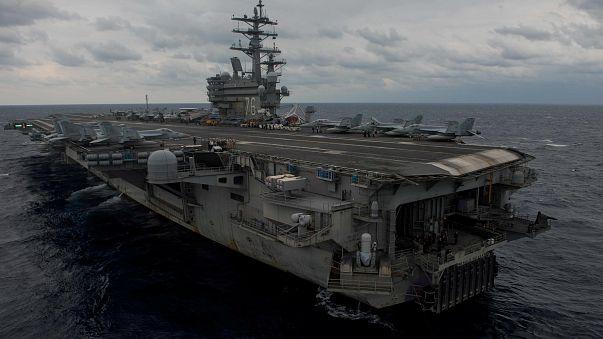 Avião da Marinha dos EUA despenha-se