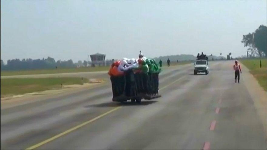 ارتش هند رکورد دار سوار کردن بیشترین افراد بر روی یک موتورسیکلت