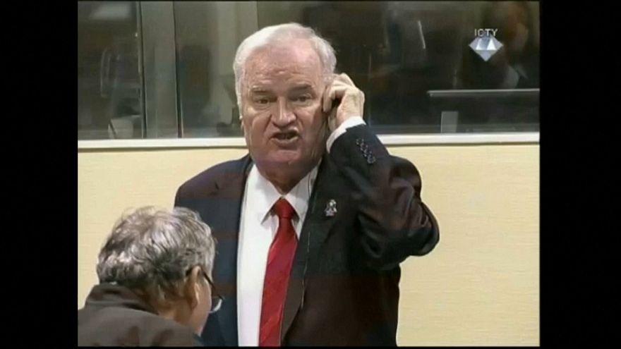 Soykırım suçundan hüküm giyen Mladic hakimlere bağırınca salondan çıkarıldı
