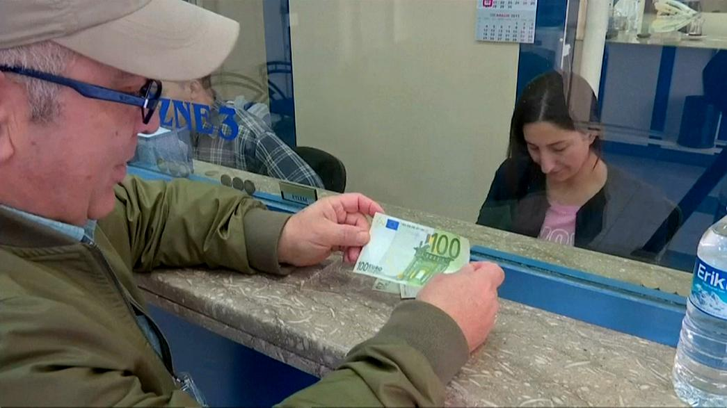 Türkische Lira fällt, Euro steigt